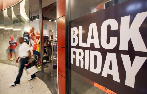 Un comercio celebra el Black Friday. EFE/Orlando Barría