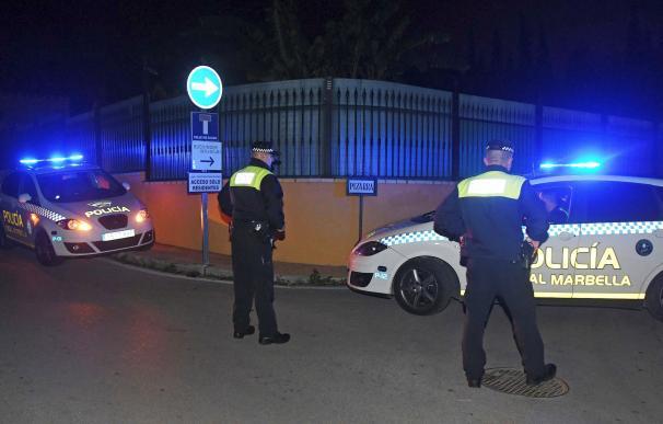 Investigan muerte de un hombre por disparos en una urbanización de Marbella.
