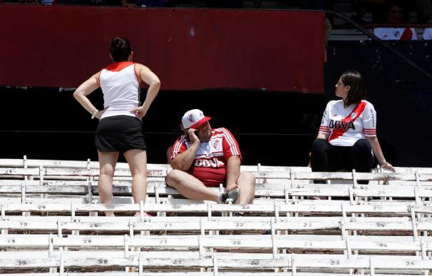 Aficionados de River Plate en las tribunas del estadio Monumental hoy, domingo 25 de noviembre de 2018, en Buenos Aires (Argentina). EFE/ Raúl Martínez