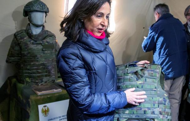 Margarita Robles presenta chaleco mujeres Ejército