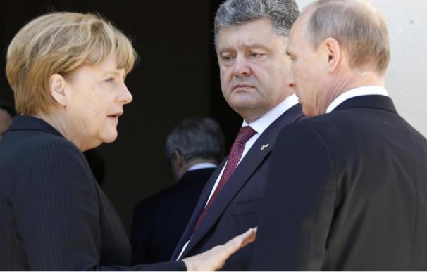 Angela Merkel, Petro Poroshenko y Vladimir Putin / EFE.