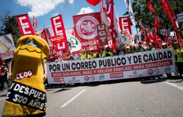 Imagen de la manifestación de trabajadores de Correos / EFe