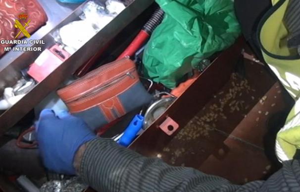 Imagen de uno de los registros durante la operación 'Ablatus armis' (Foto: Guardia Civil)