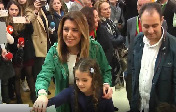 Dos apoderados de Vox increpan a Susana Díaz momentos antes de la votación