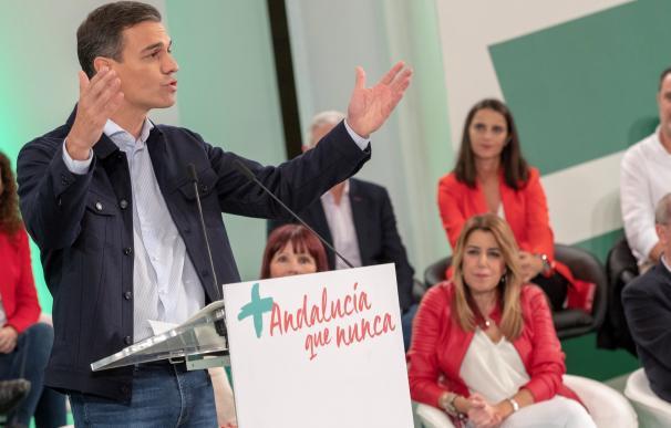 El presidente del Gobierno, Pedro Sánchez, durante su intervención en la reunión del comité director del PSOE-A hoy en Sevilla, donde Susana Diaz ha sido nombrada candidata a las elecciones andaluzas. EFE/Julio Muñoz