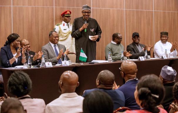 El presidente de Nigeria niega ser un clon de sí mismo tras los rumores de su muerte.