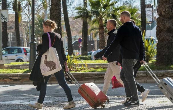 Turistas con maletas