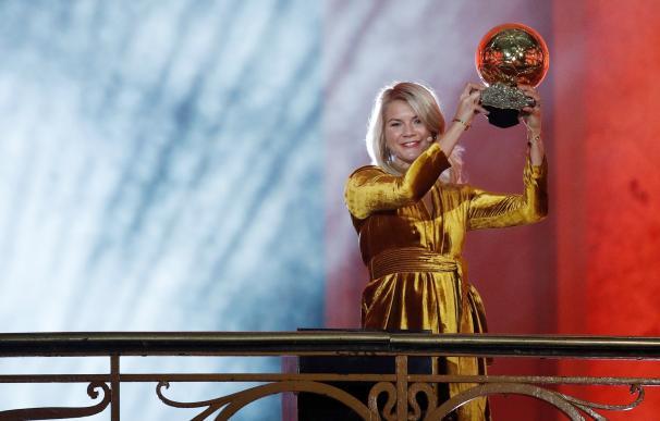 """Tras ganar el primer Balón de Oro femenino: """"¿Sabes hacer 'twerking'?"""""""