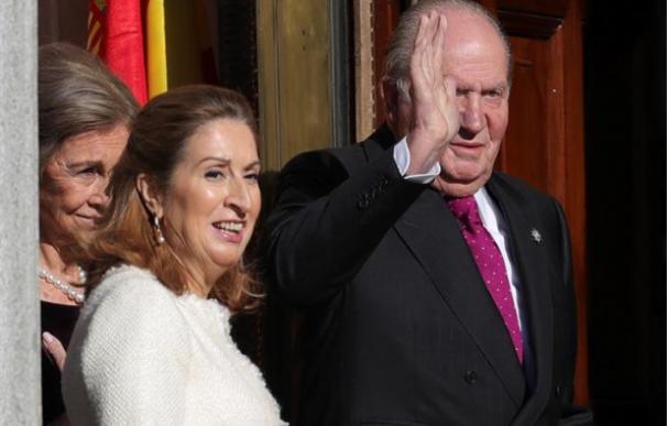 Ana Pastor y Don Juan Carlos