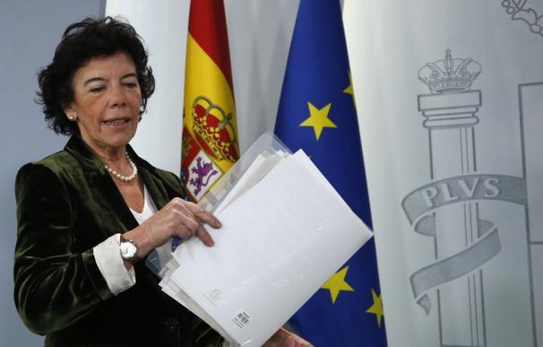 Isabel Celáa antes de comenzar la rueda de prensa posterior al Consejo de Ministros.