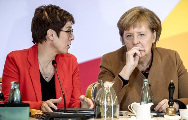Angela Merkel y Annegret Kramp-Karrenbauer