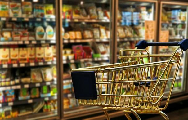 Fotografía de un pasillo de supermercado.