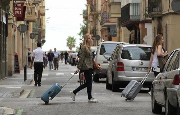 Turistas en la Barceloneta / EFE