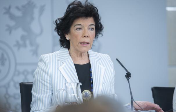 La ministra Portavoz Isabel Celaá, durante la rueda de prensa celebrada en el Palacio de la Moncloa tras el Consejo de Ministros (Pool Moncloa/Borja Puig de la Bellacasa)