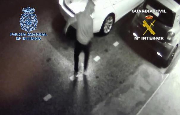 Detenidos tres sicarios por atacar con explosivos el chalé de un narco en Málaga.