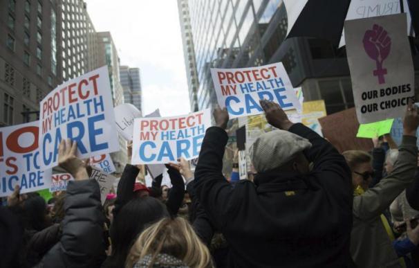 Una protesta en EEUU contra la derogación del 'Obamacare' (EFE)