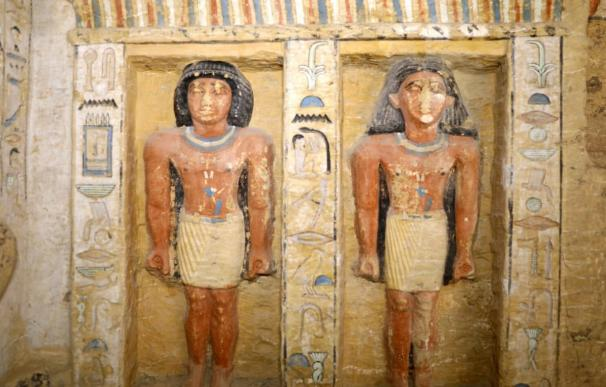 Una de las paredes hermosamente policromadas de la tumba hallada en Saqqara (Foto: Ministerio de Antigüedades de Egipto)