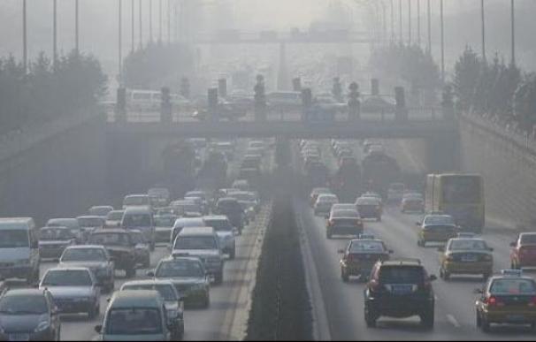 Contaminación en uno de los accesos a Madrid. / EFE