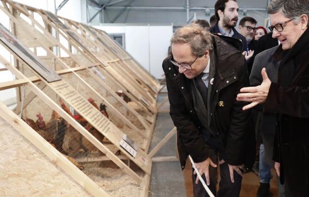 El presidente de la Generalitat, Quim Torra, acompañado por el alcalde del Prat de Llobregat, Luis Tejedor (