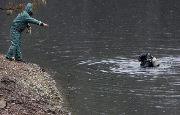 Efectivos del GEAS de la Guardia Civil inspeccionan el pantano de Campofrío (Huelva), durante la búsqueda de la joven zamorana Laura Lelmo EFE