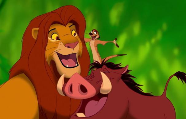 Simba, Timón y Pumba en una de las escenas de El Rey León. / Disney