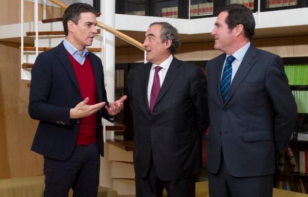 Sánchez, con los presidente de CEOE y Cepyme, Juan Rosell y Antonio Garamendi.
