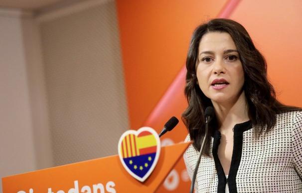 Inés Arrimadas ha atendido a los medios de comunicación en la sede de Cs en Barcelona (Foto: Ciudadanos)