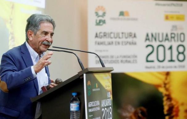 La excepción es Miguel Ángel Revilla, en minoría parlamentaria, que acaba de sacar adelante sus cuentas para 2019 (EFE)