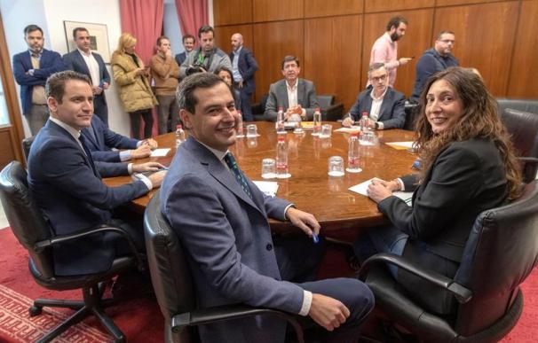 Fotografía reunión equipos negociadores del PP y Ciudadanos
