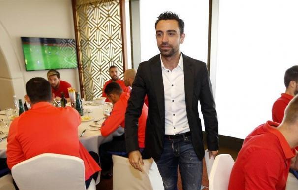 Xavi Hernández visita a sus excompañeros