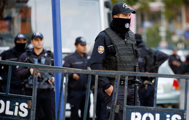 Agentes policiales turcos en una imagen de archivo. (EFE)