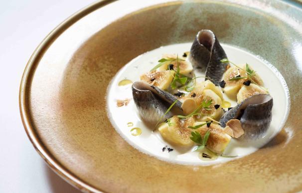 Ensalada de sardinas, ajoblanco de hinojo e higos de Salino