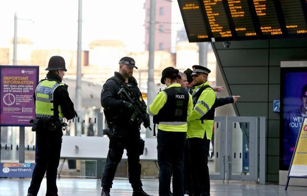 Agentes de Policía en la estación Victoria de Manchester, donde se produjo el ataque