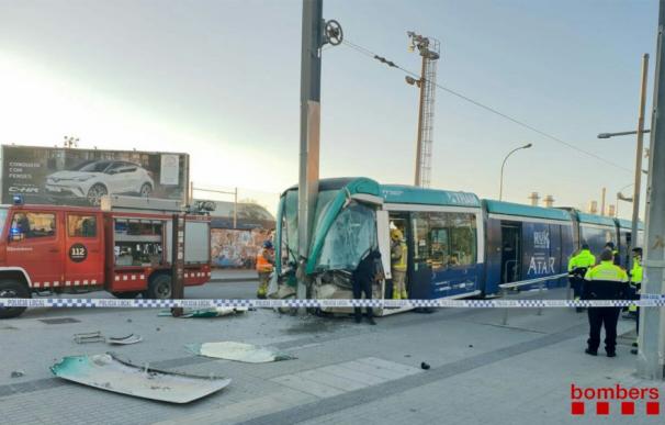 Un accidente en un tranvía en la estación de Sant Adrià (Barcelona) provoca cuatro heridos.