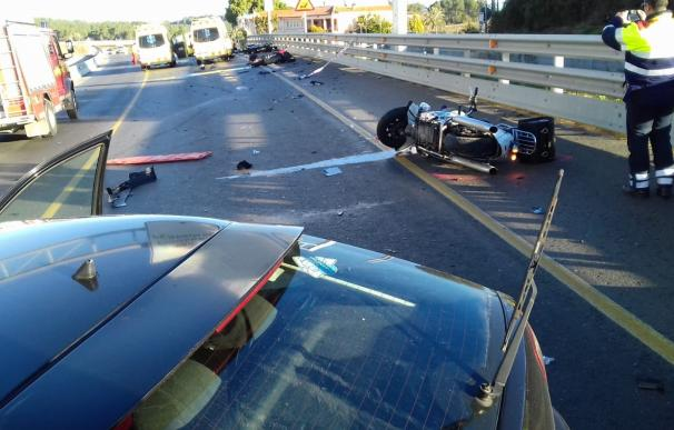 Accidente entre un coche y tres motos en Vilademuls