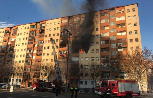 El fuego ha afectado a un edificio de diez plantas