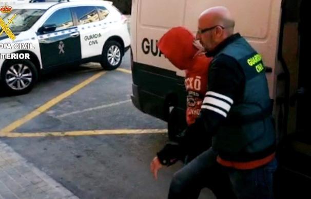 Imagen facilitada por la Guardia Civil de uno de los detenidos como presunto autor de la agresión sexual a una joven de 19 años