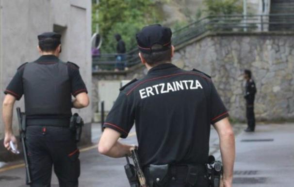Tras ser dado de alta, la víctima denunció los hechos ante la Ertzaintza (EFE).