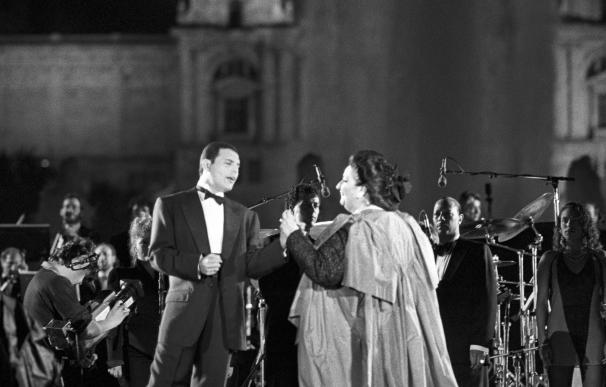 La soprano española Montserrat Caballé y el cantante Freddie Mercury interpretan el tema Barcelona, compuesto por el líder de Queen, en el Festival La Nit, pórtico de la Olimpiada cultural de 1992. EFE/Archivo