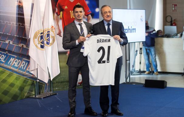 Brahim Díaz ha sido presentado como nuevo jugador del Real Madrid en el palco de honor del estadio Santiago Bernabéu