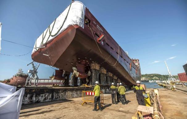 Un barco en construcción en el astillero de La Naval de Sestao. EFE