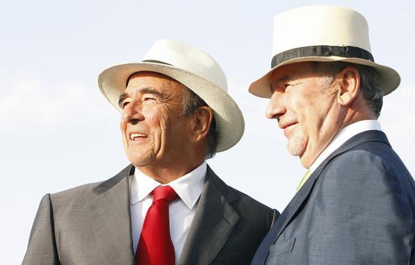 El presidente del Grupo Santander, Emilio Botín; junto al ex vicepresidente económico y ex presidente de Bankia, Rodrigo Rato, en una foto de archivo.