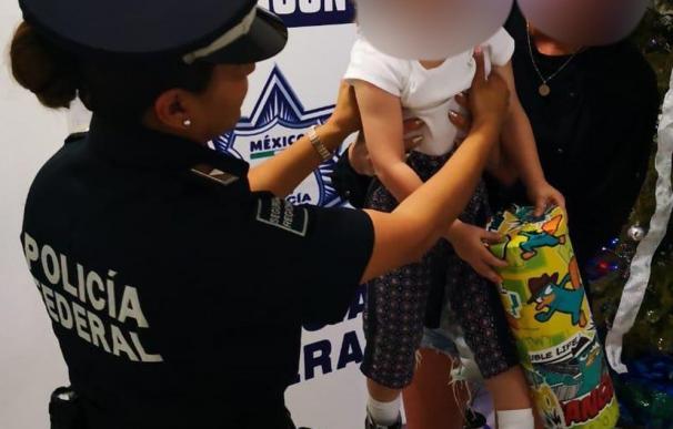 Imagen de la menor de nacionalidad española que fue rescatada en el aeropuerto de Cancún