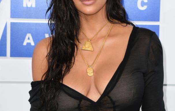 Roban a Kim Kardashian en París joyas por varios millones de dólares (policía)