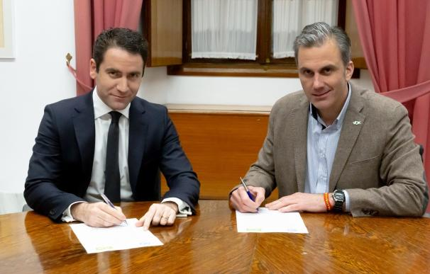 Teodoro García y Ortega-Smith, en una reunión de PP y Vox.