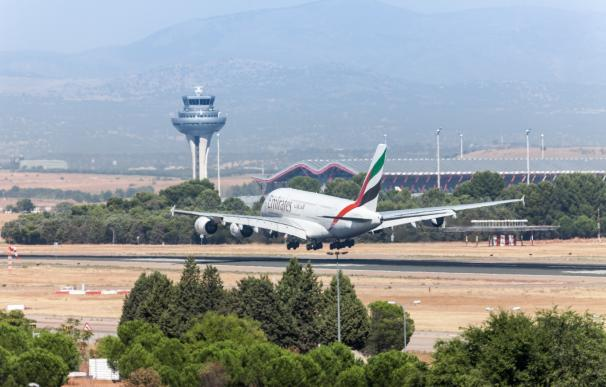 Avión aterrizando en Barajas