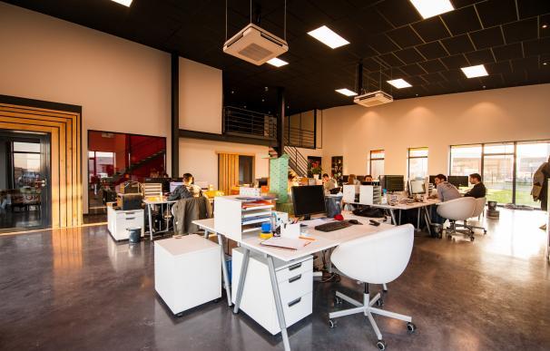 Las oficinas abiertas requieren de una serie de normas. / Pexels