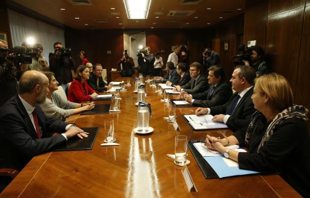 El Gobierno insta a Alcoa y sindicatos a garantizar el empleo en las plantas de Avilés y A Coruña