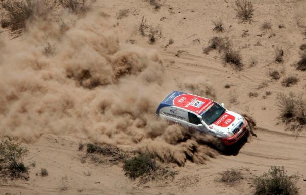 Toyota presenta el equipo oficial para el Dakar con Xavier Foj y Jesús Calleja