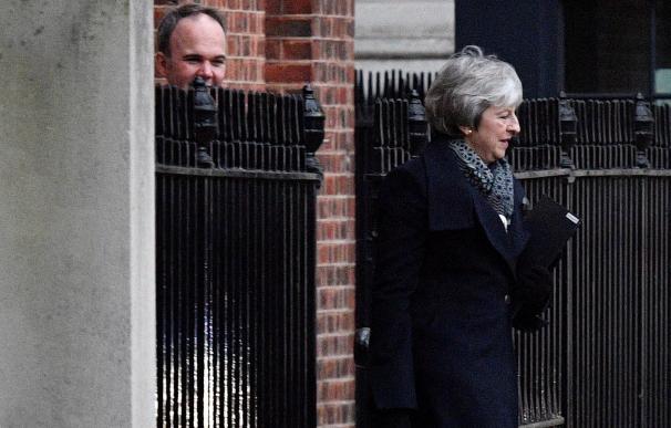 Theresa May a su salida este lunes del 10 de Downing street para dirigirse a la Cámara de los Comunes.